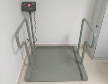 1月5日出售1台300kg透析轮椅秤给湖南湘西